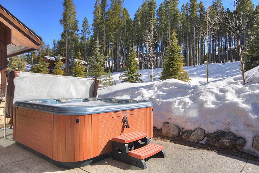 Ski Hill Lodge: Hot Tub