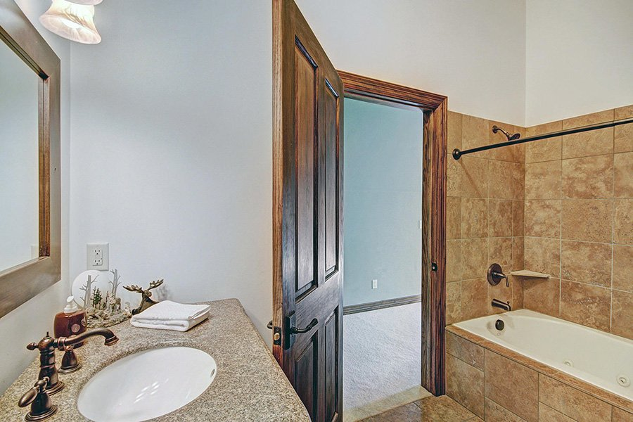 Ski Home Castle: Upper Level Guest Bathroom #1
