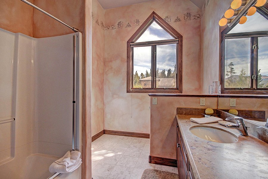 Ski Home Castle: Upper Level Guest Bathroom #2