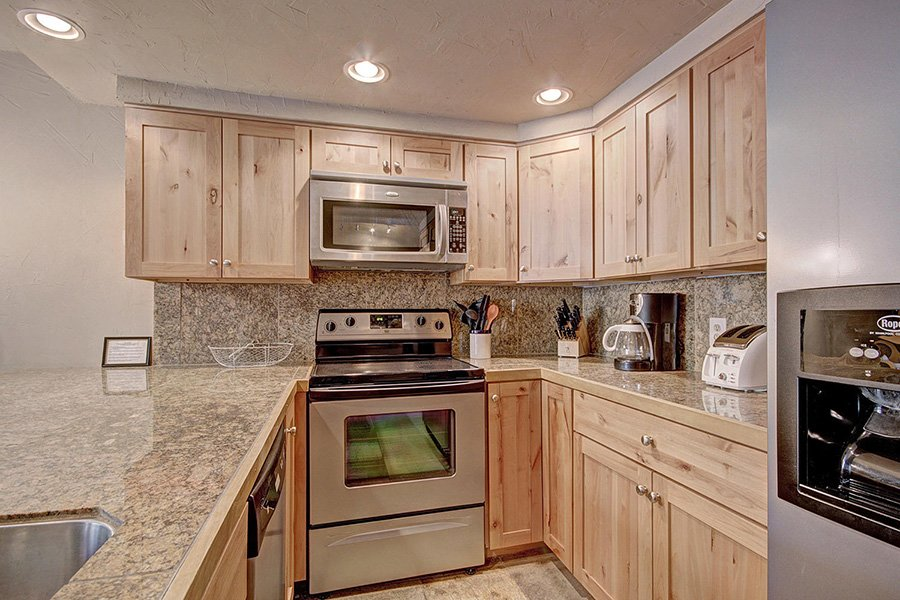 Claimjumper Condo 22: Kitchen