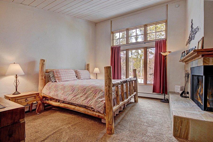 Claimjumper Condo 22: Master Bedroom