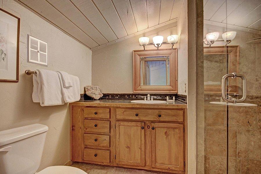 Claimjumper Condo 22: Master Bathroom