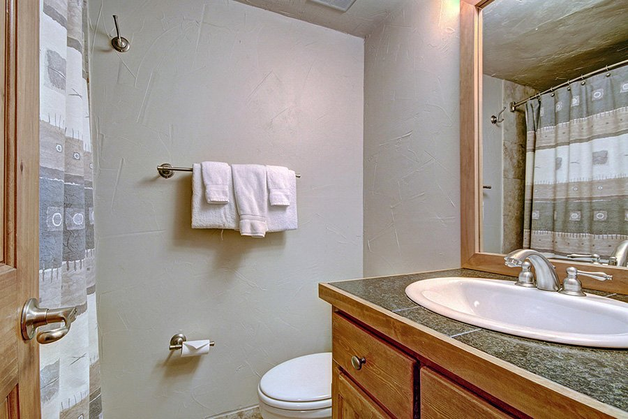 Claimjumper Condo 22: Guest Bathroom (2nd Floor)