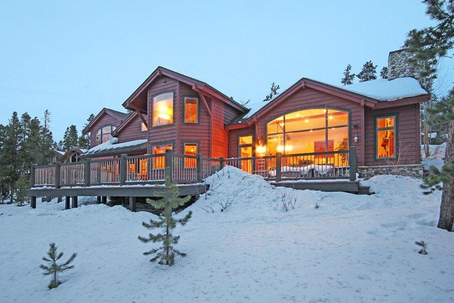 Trail View Lodge: Backyard View