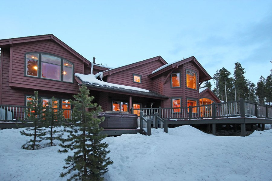 Trail View Lodge: Exterior Rear View