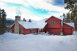 Trail View Lodge with 2 Car Heated Garage and Mountain Views