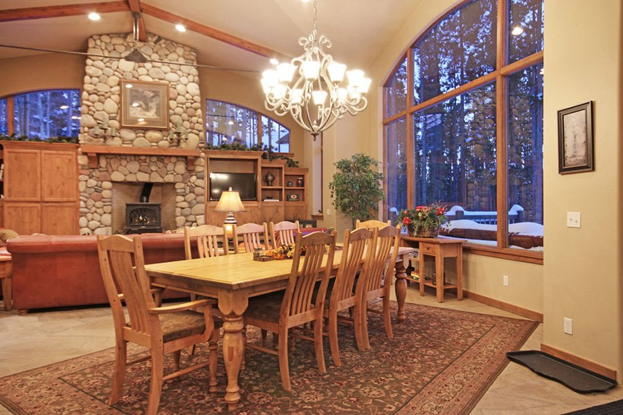 Trail View Lodge: Living/Dining Area