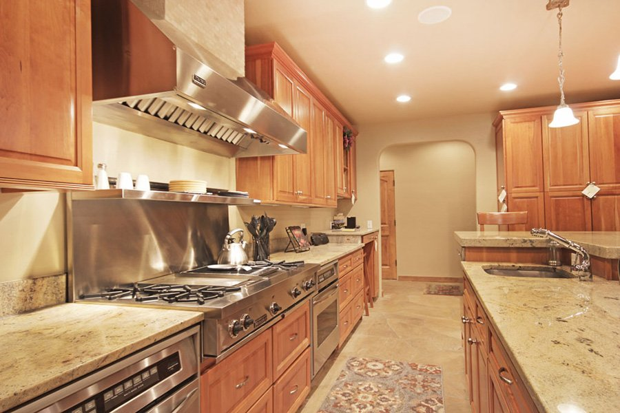 Trail View Lodge: Large Kitchen Counter Space