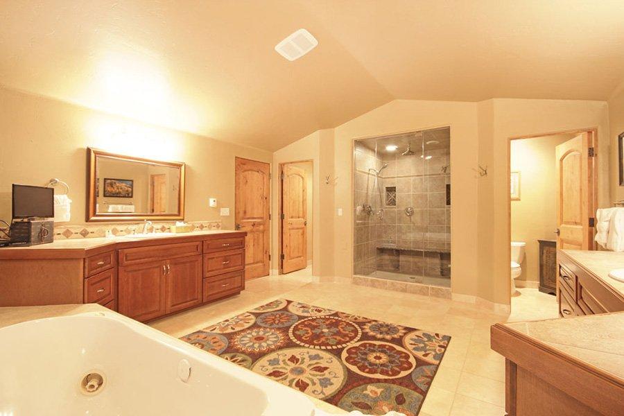 Trail View Lodge: Master Bathroom Steam Shower