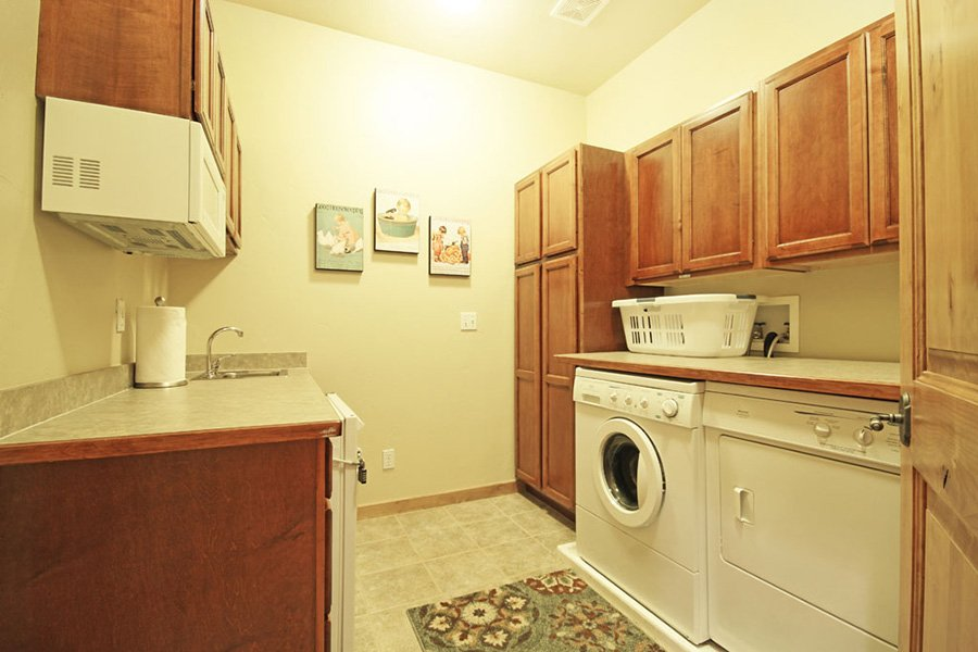 Trail View Lodge: Master Bedroom Washer and Dryer