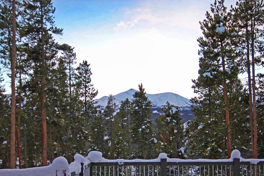 Trail View Lodge: Mountain Views