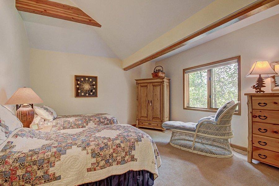 Homestead Retreat: Guest Bedroom #1