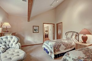 Guest Bedroom #1 with Twin Beds