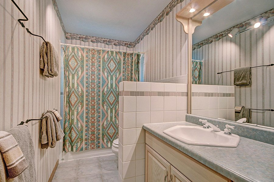 Homestead Retreat: Guest Bathroom