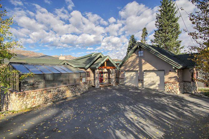 Ten Peaks Lodge