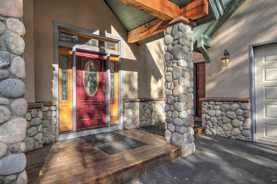 Ten Peaks Lodge: Main Entrance