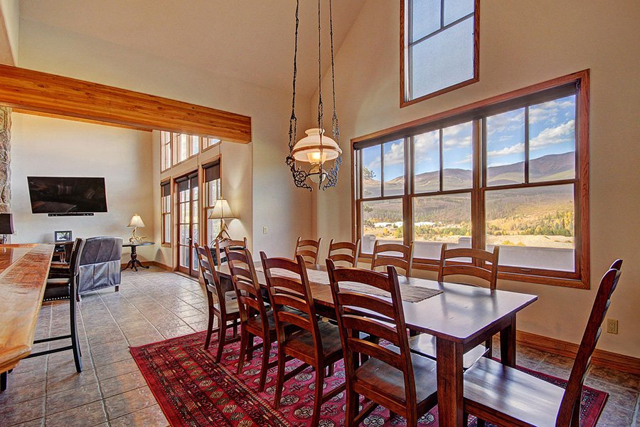 Ten Peaks Lodge: Dining Area