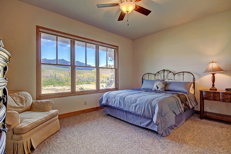 Ten Peaks Lodge: Guest Bedroom #2
