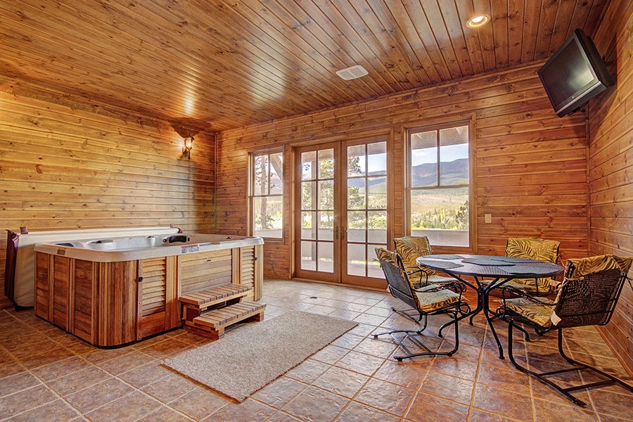 Ten Peaks Lodge: Indoor Hot Tub