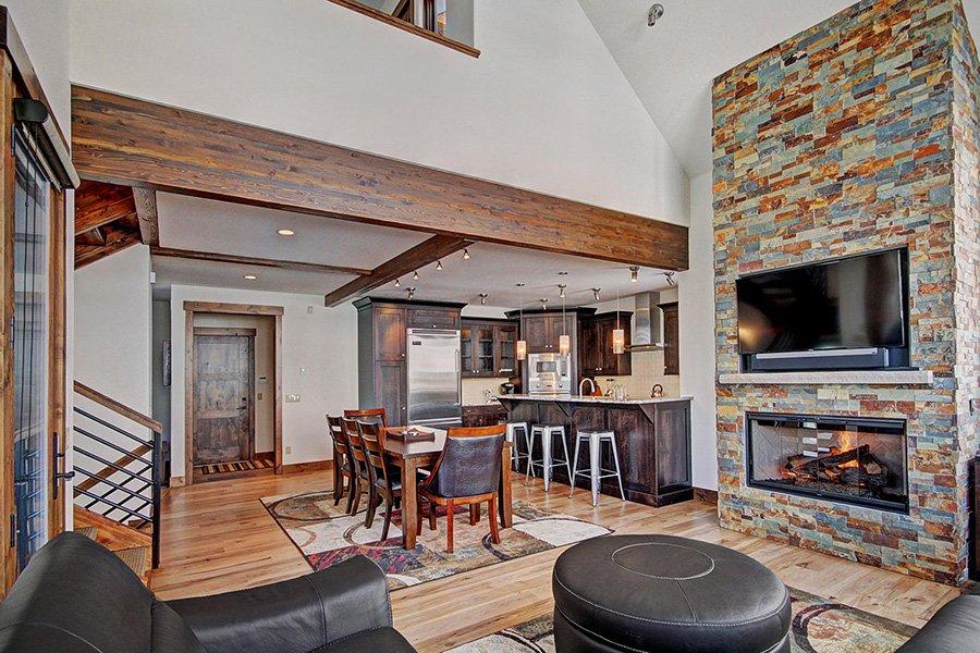 Luxury On Main: Kitchen/Dining Area View