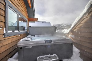 Bubbly Rooftop Hot Tub