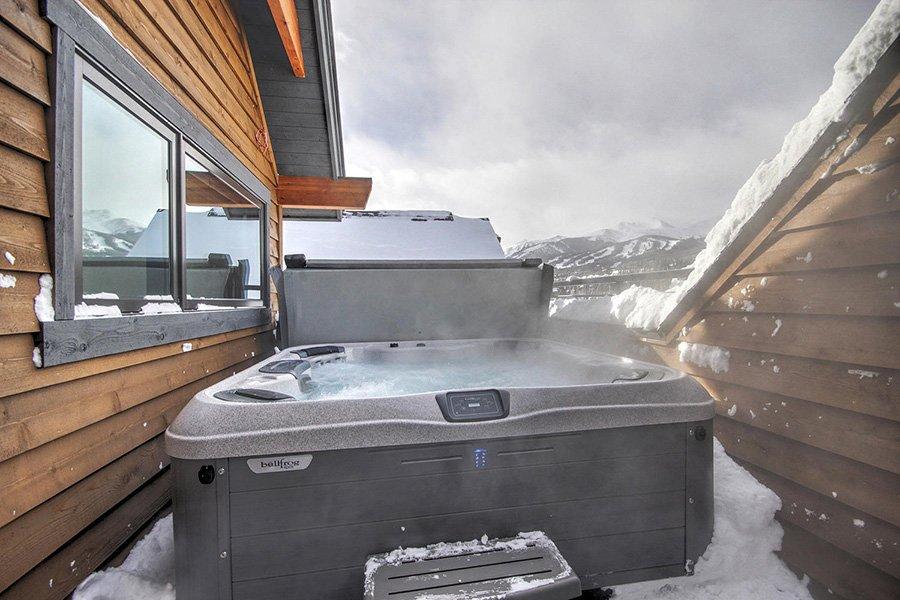 Luxury On Main: Hot Tub