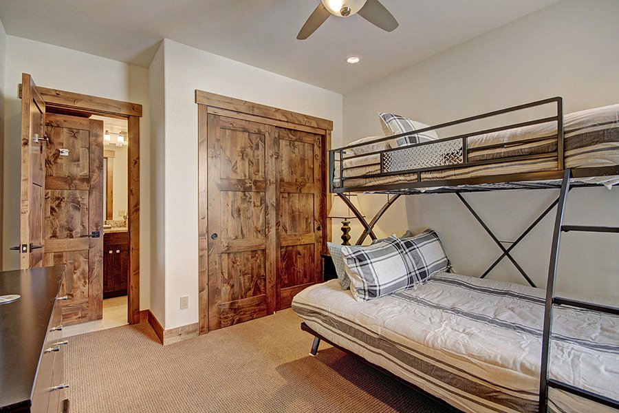 Luxury On Main: Guest Room